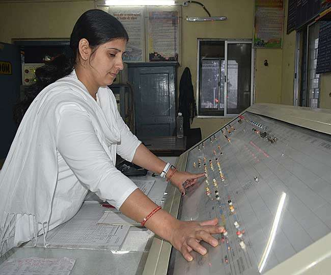 al-women-handling-the-bhagalpur-railway-station-fa
