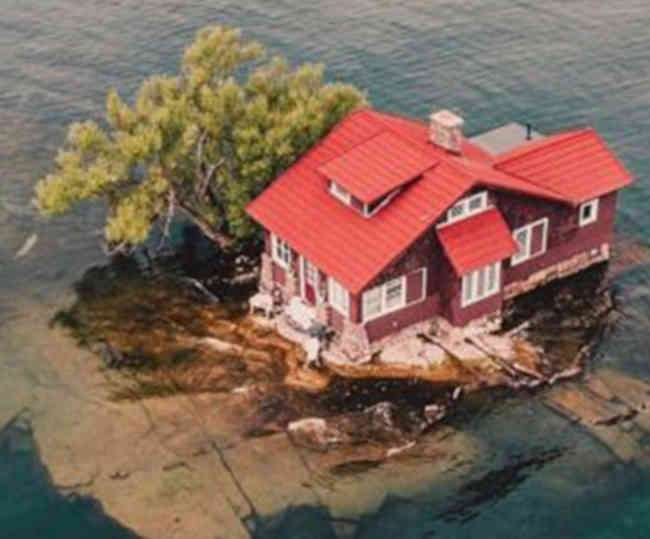 know-about-world-smallest-island-just-enough-room
