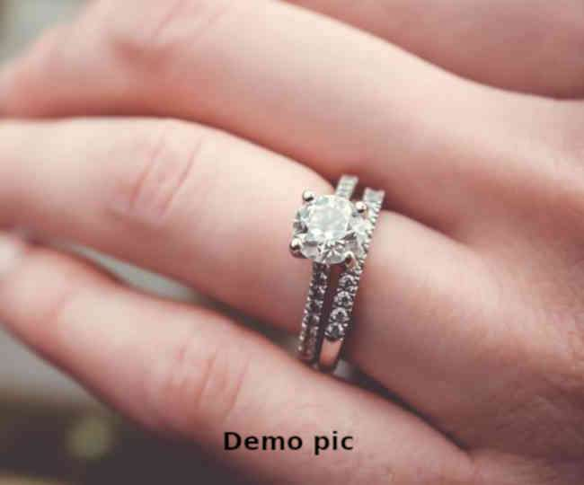man-dropped-engagement-ring-in-grate-while-proposi