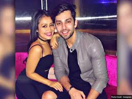 neha-kakkar-break-up-with-himansh-kohli-is-goes-vi